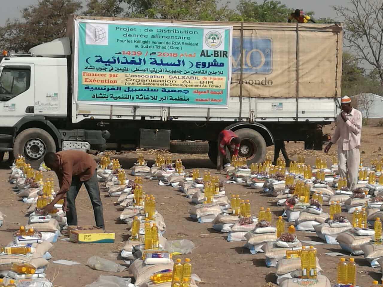 توزيع 298 سلة غذائية رمضانية لصالح 230 أسرة من الفارين من جمهورية افريقيا الوسطى بمعسكرقوري جنوب البلاد