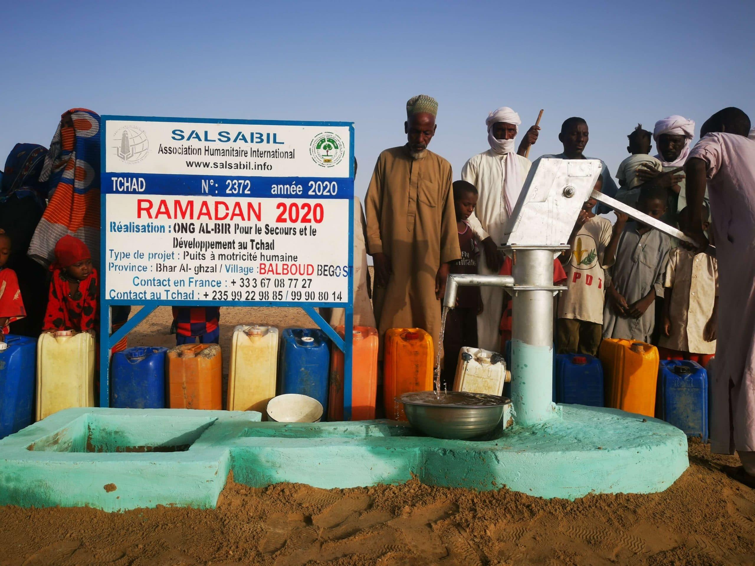 البر تضخ صنابير المياه في القرى النائية
