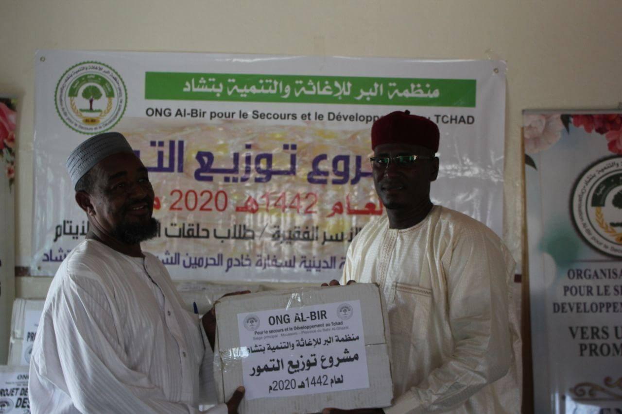 منظمة البر للإغاثة والتنمية بتشاد توزع التمور لمستحقيها